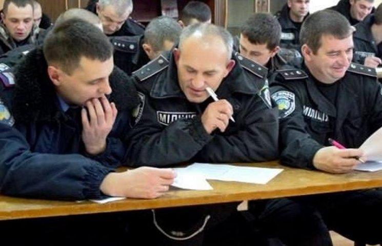 """Двое винницких полицейских, которые """"провалили"""" аттестацию, вернулись на свои должности"""