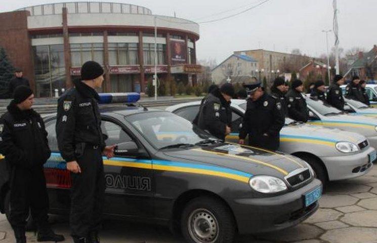 """Вінницька поліція охорони похвалилася двома новими """"Нивами"""" і чотирма """"Део Сенсами"""""""