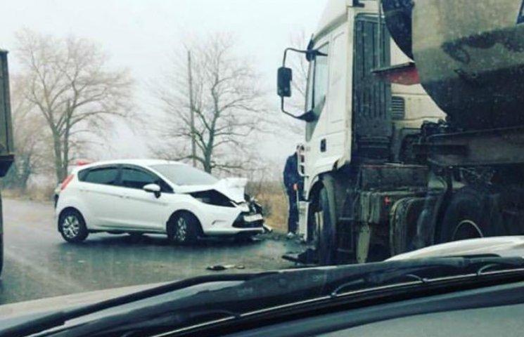 Гололедица полностью парализовала движение на автодороге Полтава-Кременчуг