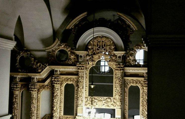 В Полтаве увенчали трезубцем новый иконостас Свято-Успенского Собора