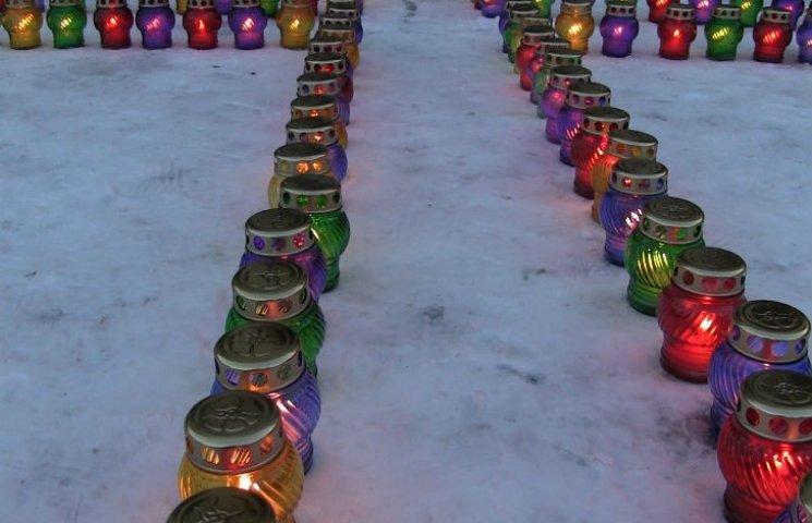 В Полтаве более тысячи людей вышли почтить память жертв голодоморов