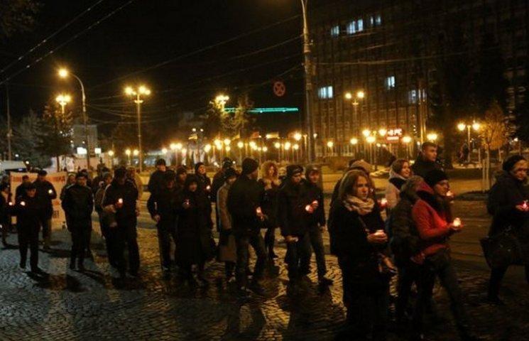 Вінничани мовчки вклонилися пам'яті жертв Голодоморів в Україні