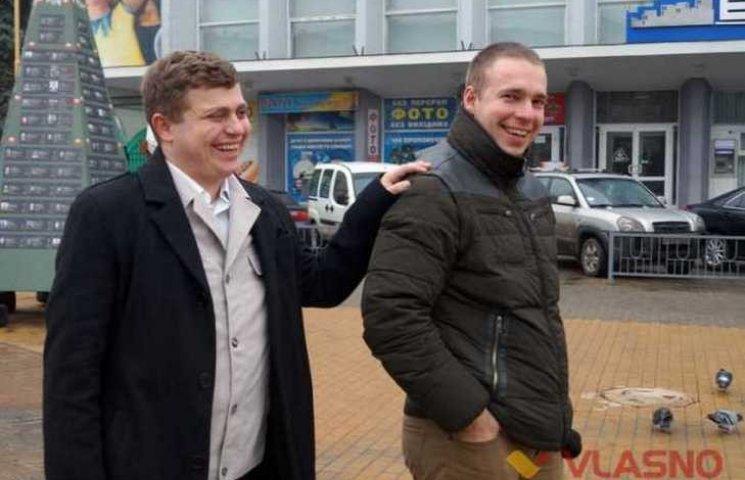 Незрячий винницкий волонтер ездит к украинским бойцам на передовую