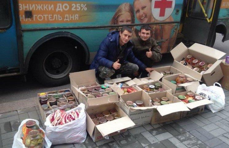 Как жители Черкасской области передают консервацию в госпиталь раненым