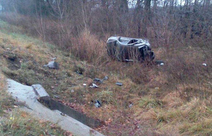 На Полтавщине харьковчанин вдребезги разбил свою машину
