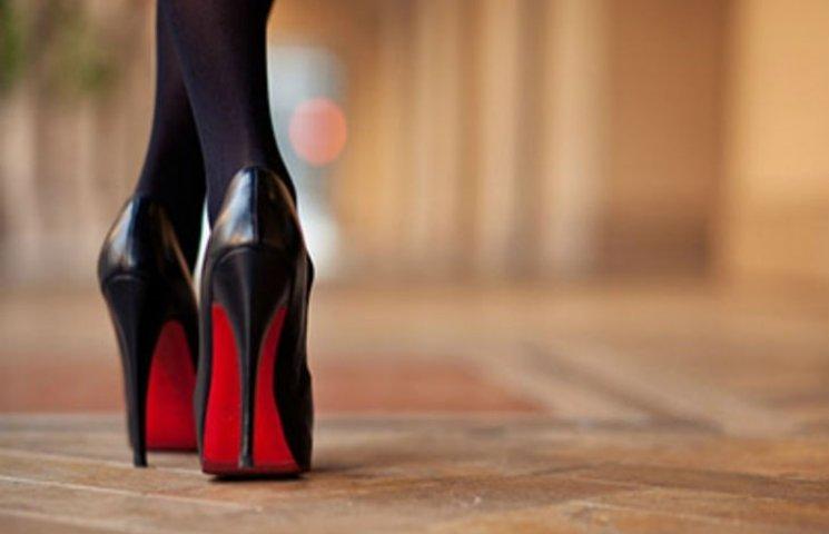 У Дніпрі продають одну жіночу туфельку за 60 тисяч доларів