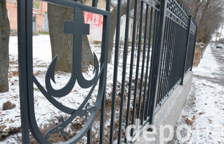 Вже можна побачити, як виглядає скандальний паркан навколо Центрального парку