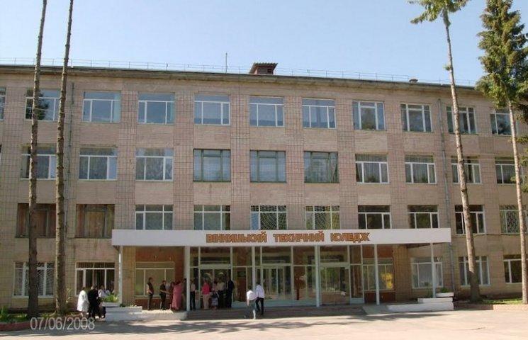 У Вінниці студент випав з вікна гуртожитку через гниле яблуко