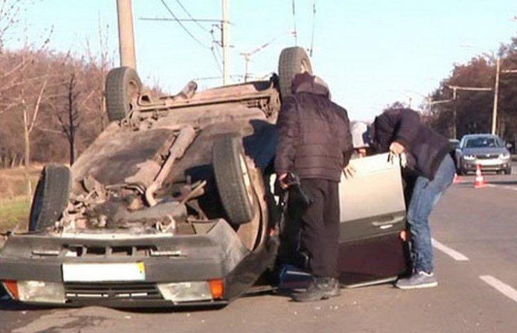 У Кривому Розі перекинувся автомобіль