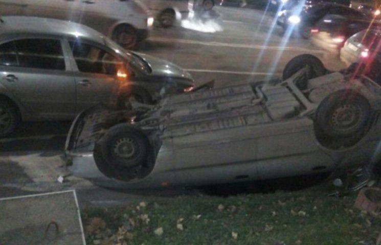 У Мелітополі сталася потрійна ДТП - одну з автівок піднесло догори дригом (ФОТО, ВІДЕО)