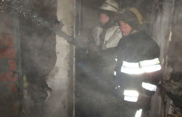 На Дніпропетровщині рятувальники гасили пожежу на базі відпочинку