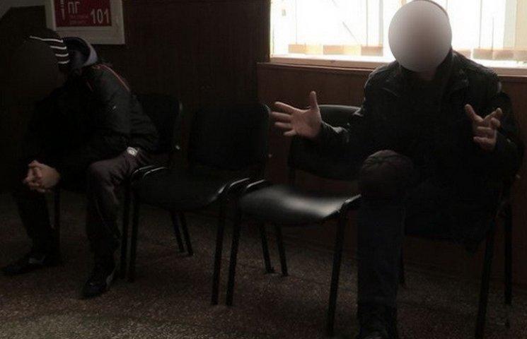 В Кривом Роге пьяные хулиганы разгромили кафе и дрались с полицией