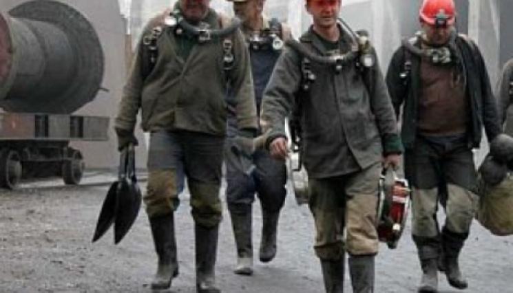 Гірники шахти «Родинська» відмовляються підніматися наповерхню через невиплату зарплати