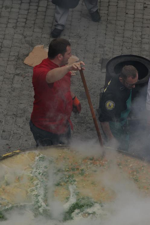 Гастрономічний рекорд: як у Львові  приготували три тонни кулішу фото 11