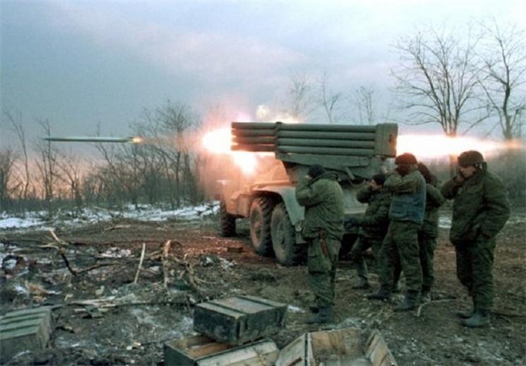 Боевики обстреляи из«Градов» Авдеевку иОпытное