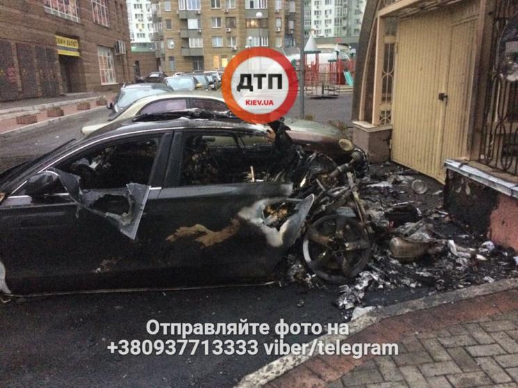 На столичній Солом'янці злетіла в повітря Audi водія екс-міністра інфраструктури