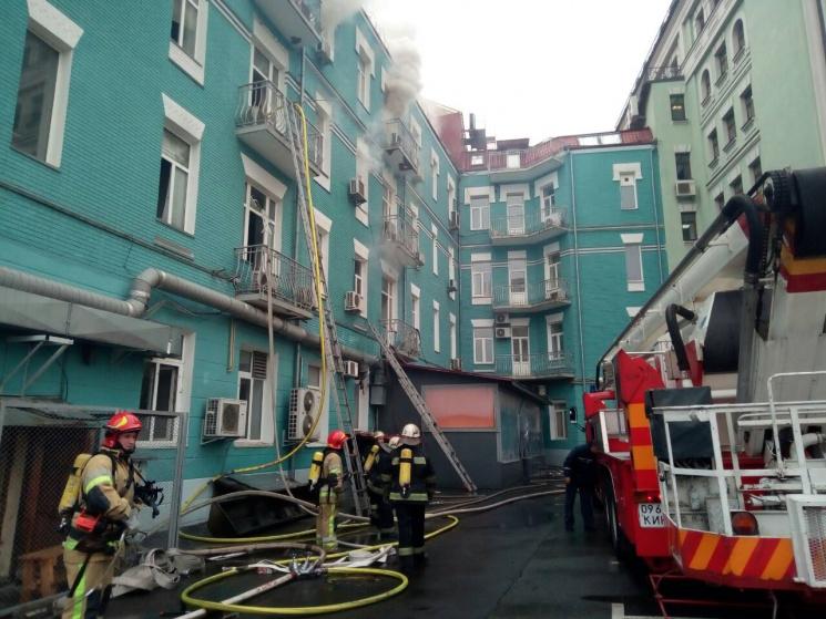 Пожар вцентре украинской столицы: свидетели опубликовали видео сместа событий