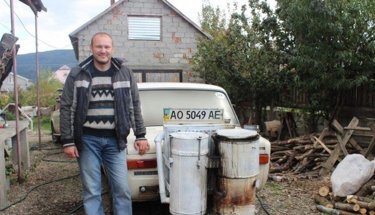 """Чим жила Україна: Авто на дровах, """"Ой, б*я"""" Кернеса та граната в трусах"""