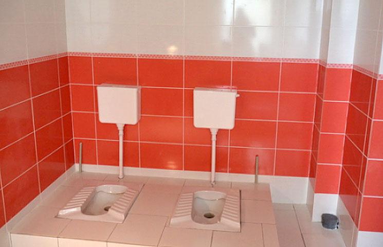 Туалетний скандал у Маріуполі: Інтимний…