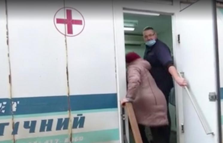 Пересувний стоматологічний кабінет курсує селами Хмельниччини