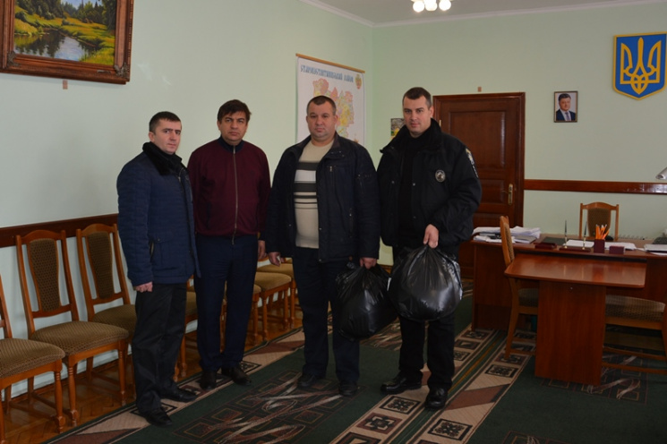 Старокостянтинівські копи отримали матдопомогу перед ротацією в АТО