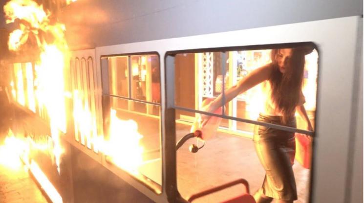 """Відео дня: Femen, """"трамвай Порошенка"""" і сюрприз від Садового"""