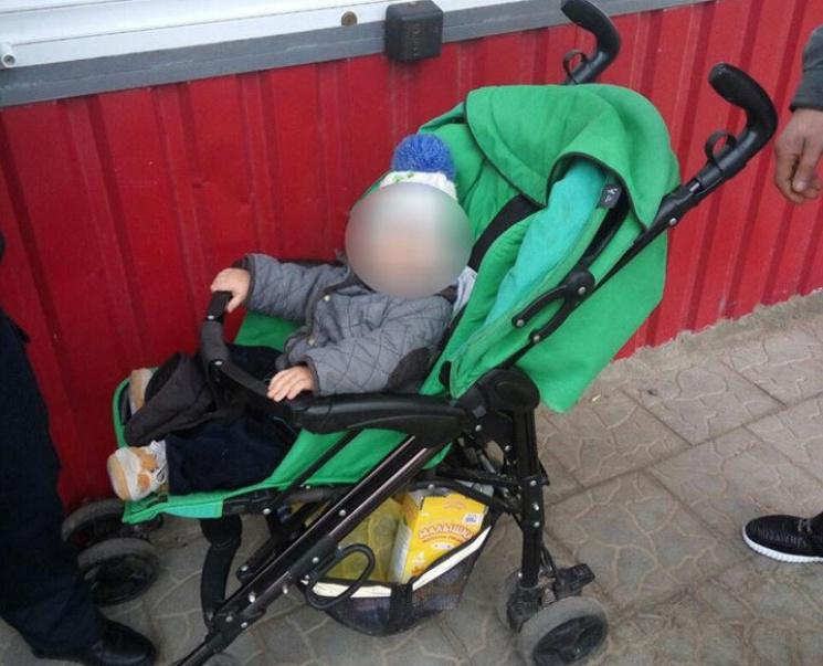 Жителька Херсона підкинула однорічного малюка в кафе (ФОТО)