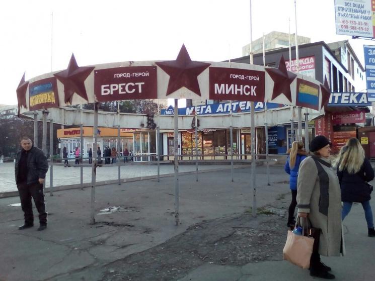 ВМариуполе соскандалом демонтировали советский монумент