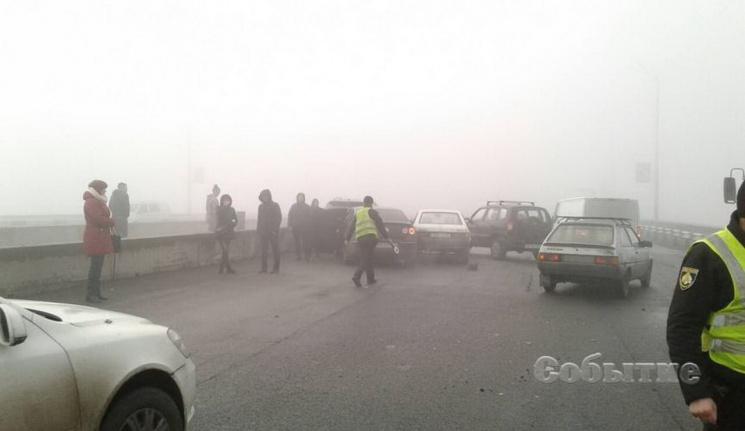 Масштабна ДТП уКам'янському: Намосту через густий туман зіткнулися 10 авто