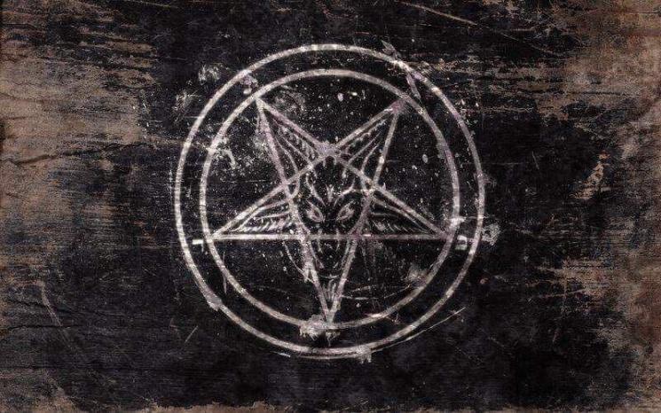 Опубликованы фотографии с ритуального убийства в Одесской области: Пентаграмма и окультные предметы