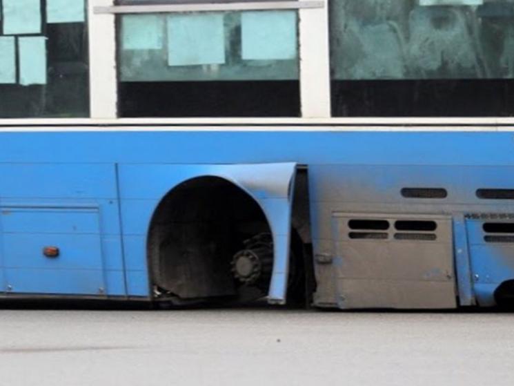 У центрі Полтави в автобуса на ходу відвалилось колесо (ФОТО), фото-1