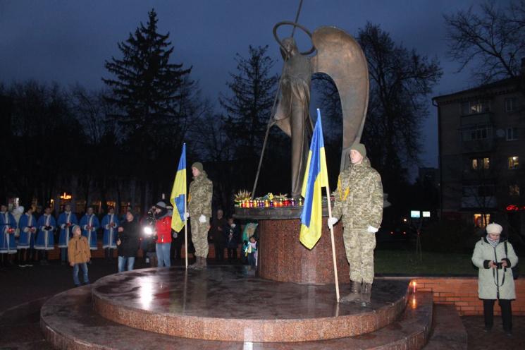 ВУкраїні сьогодні вшановують пам'ять жертв голодоморів