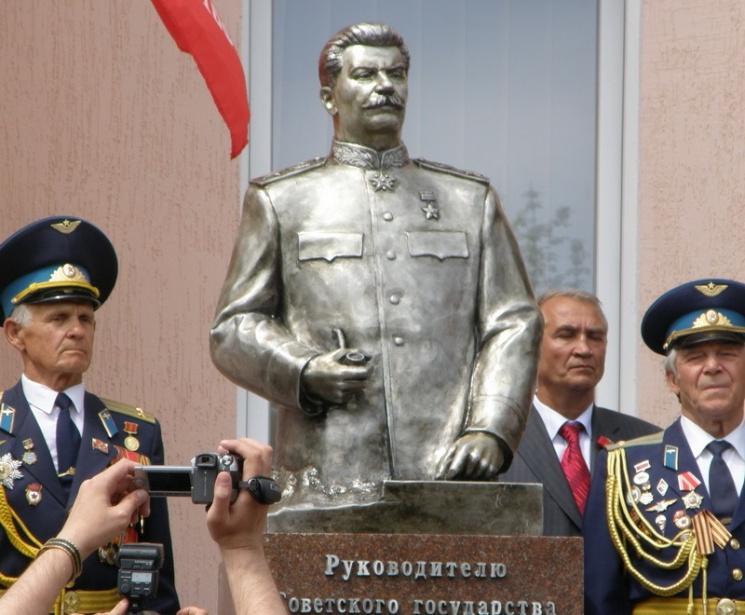 """Битый Сталин в Запорожье: Откуда он взялся и как """"дожил"""" до наших дней"""