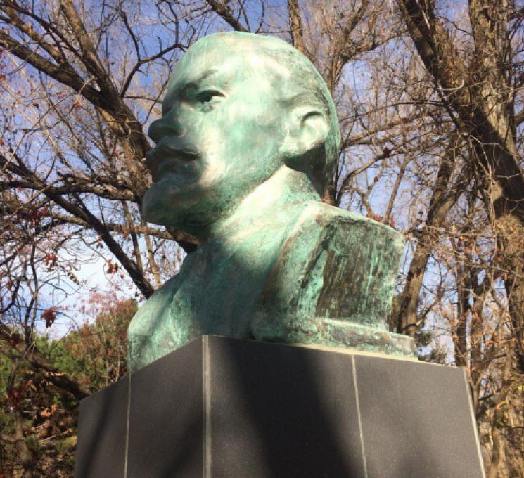 Нудьга зелена: В окупованому Армянську через викиди позеленів Ленін