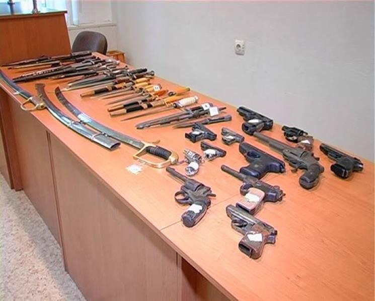 Рушниці, пістолети та револьвери: Сумчани добровільно здали поліції понад 250 одиниць зброї (ФОТО)