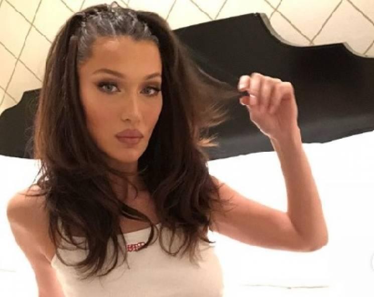 Відома супермодель показала фігуру в сексуальній білизні (ФОТО)