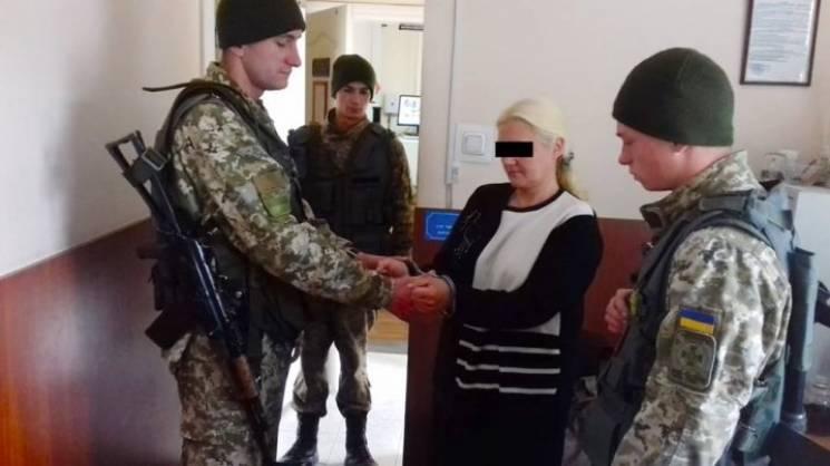 Жительку Хмельниччини, яка перебуває в розшуку, затримали на кордоні