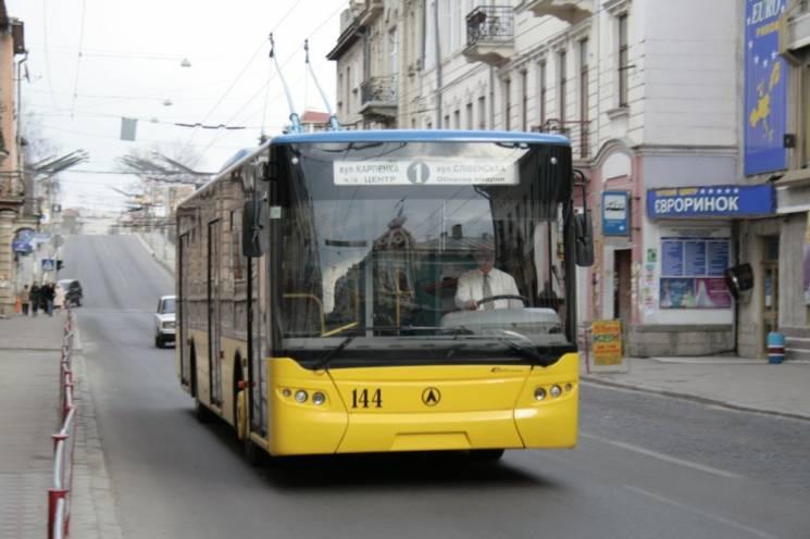 У Тернополі вивели на дороги весь комунальний транспорт, щоб запобігти колапсу