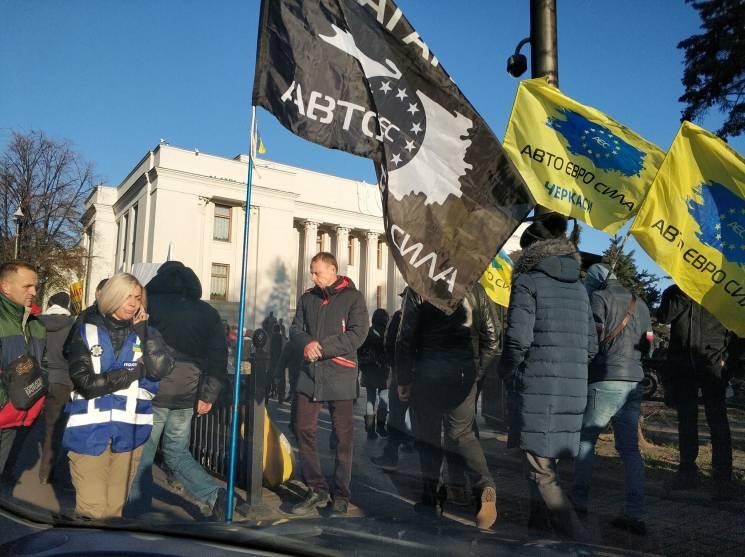 """Вічний """"Бляхінг"""": Чому євробляхери знову перекрили Київ"""