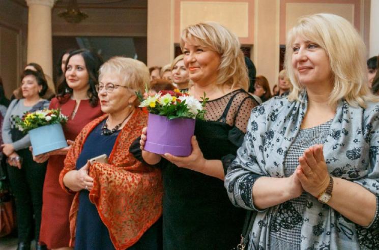 У Кропивницькому вручили грамоти і квіти працівникам бібліотек і музеїв