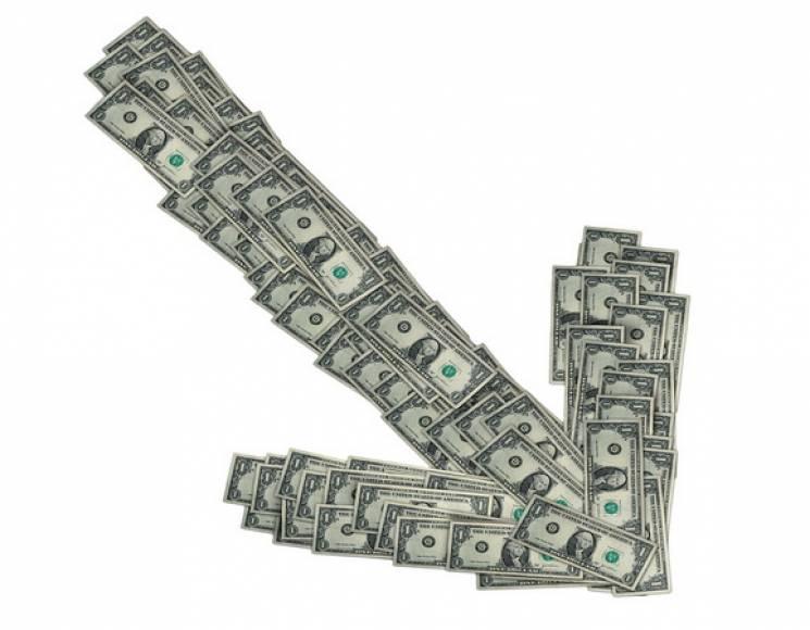 Валютні гойдалки: Столичні обмінники продовжують обвалювати долар