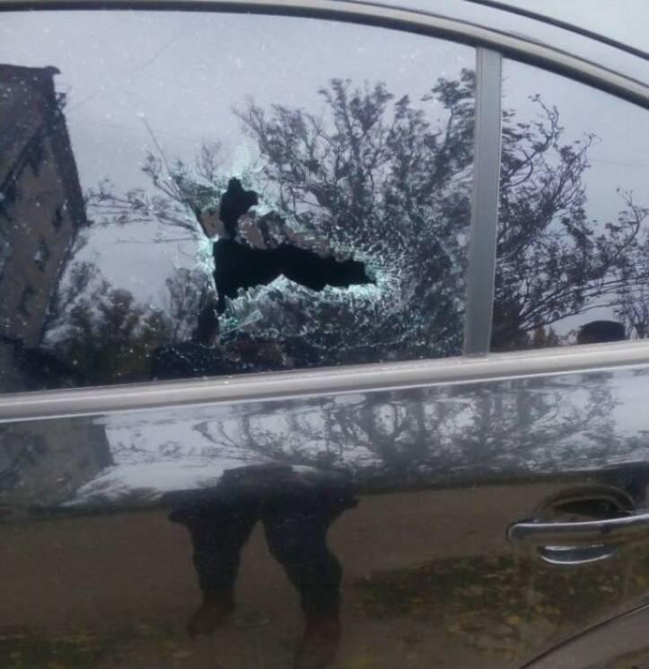 У Миколаєві чоловік напідпитку трощив скло на автівках (ФОТО)