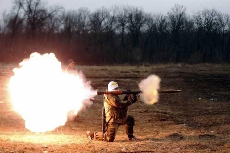 Від опівночі бойовики двічі стріляли з гранатометів - по Кримському та Павлополю