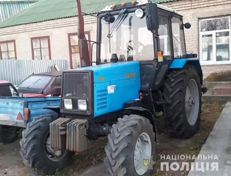 Поліцейські знайшли трактор, викрадений понад рік тому в запорізькому селі (ФОТО)