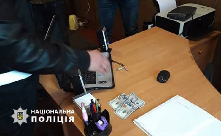 Чоловік, який пропонував 200 доларів копу з Кропивниччини, може сісти мінімум на 4 роки (ФОТО)