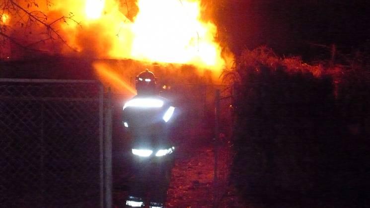 Зігрілися: На Полтавщині пожежа знищила на привадному подвір'ї солому, дрова та два котла (ФОТО)
