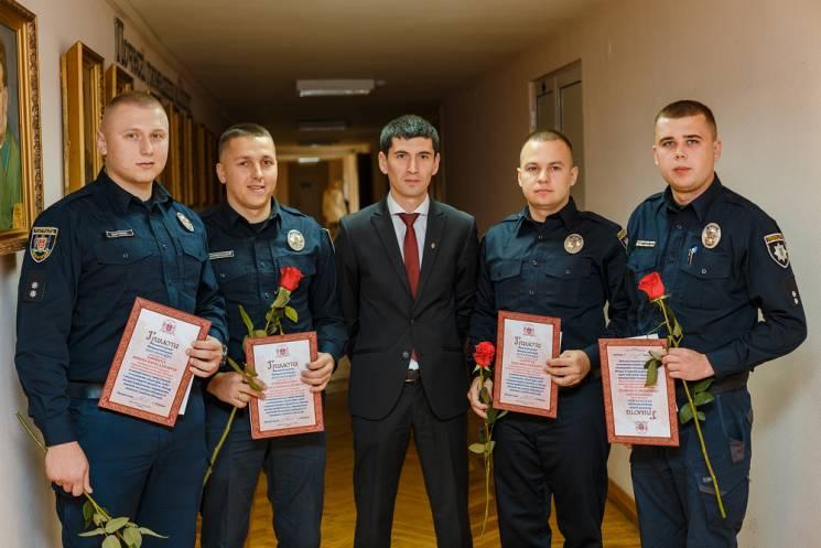 У Вінниці нагородили патрульних, які затримали озброєного злочинця