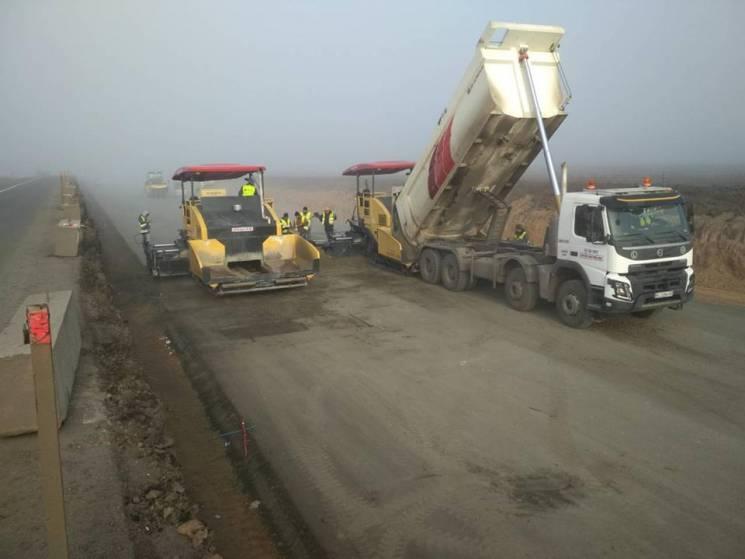 """Як на трасі """"Дніпро-Решетилівка"""" будують дорогу з цементобетону (ФОТО)"""