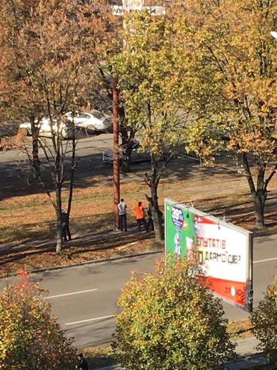 У Дніпрі горе-робітники спаплюжили ямою велодоріжку (ФОТО)