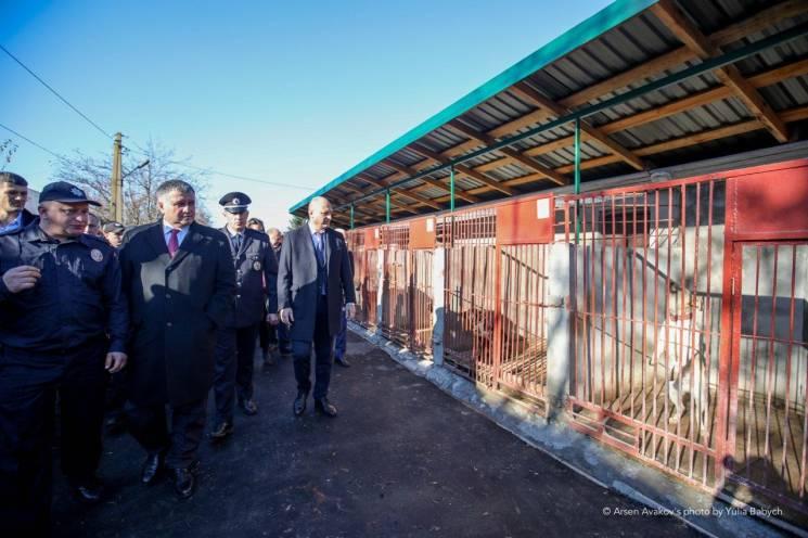 Оновлений кінологічний центр, де готуватимуть собак для всіх структур МВС, відкрили у Хмельницькому (ВІДЕО)